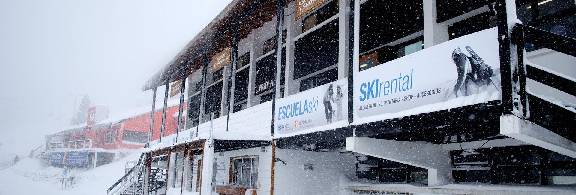 FS Ski Rental, en la base del Cerro La Hoya